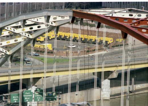 Fort Pitt Bridge getting repainted, 1981. (Post-Gazette photo)