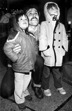 The Rev. Gary Simpson of Harmarville brought his sons Matthew, 4, left and Jesse, 5, to check out the sights at Light-Up Night in 1981. (Jim Fetters/The Pittsburgh Press)