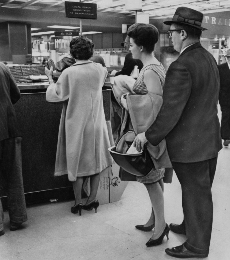 Open handbags are a pickpockets dream, warned the Pittsburgh Press in 1963.