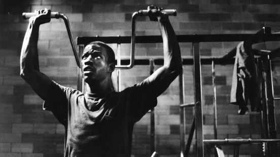 Bill Elliott, 22, of North Philadelphia works out in the prison's weight room. Photo taken May 18, 1986. (Pittsburgh Press)