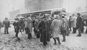 Officials asked Downtown workers to keep the streets clear by taking buses during the first record snowfall. On Jan. 21, 1978, enough people heeded that request that finding space on a bus to get home.