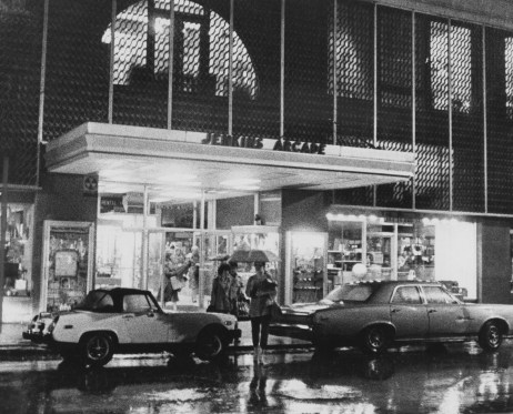 The Jenkins Arcade building after it was purchased in 1979 by First Federal. (Bill Levis/Post-Gazette)
