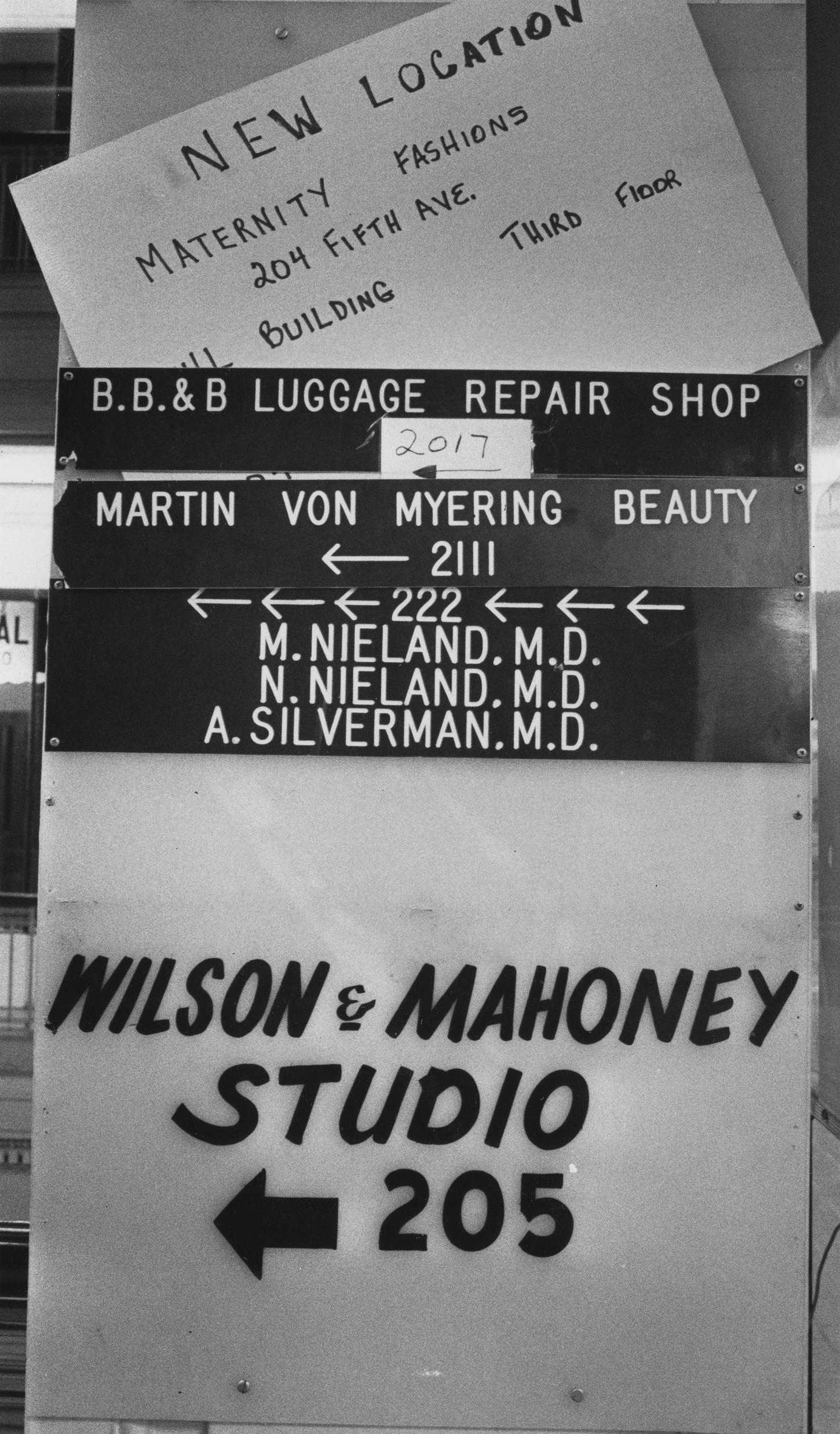 Jenkins Arcade shop signs on Nov. 31, 1983. (Post-Gazette)