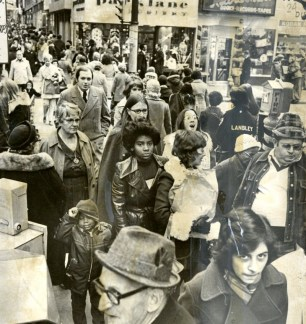 Downtown shoppers on the day after Thanksgiving in 1974. (Pittsburgh Press)