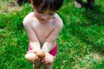 Ewan Neitenbach, 3, shows off the freshly laid eggs he scooped from the farm's pen of chickens on June 3, 2016 in Cuyahoga Valley National Park in Ohio.