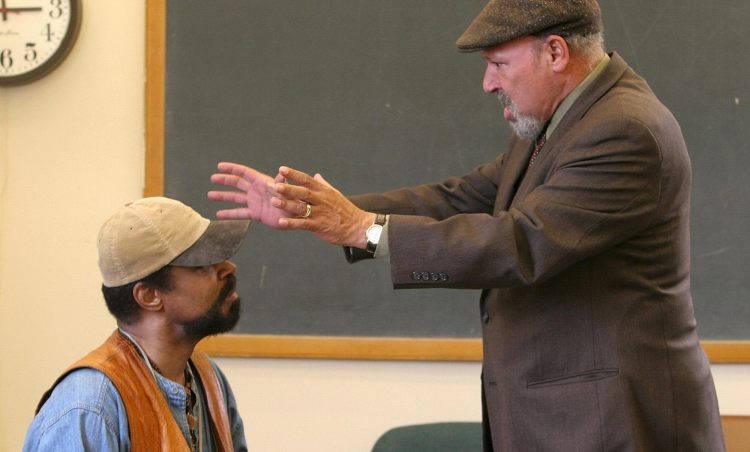 """August Wilson talks with actor Anthony Chisholm during rehearsal of Wilson's play """"Radio Golf"""" at Yale University in New Haven, Conn., in 2005.(AP Photo/ Michelle McLoughlin)"""