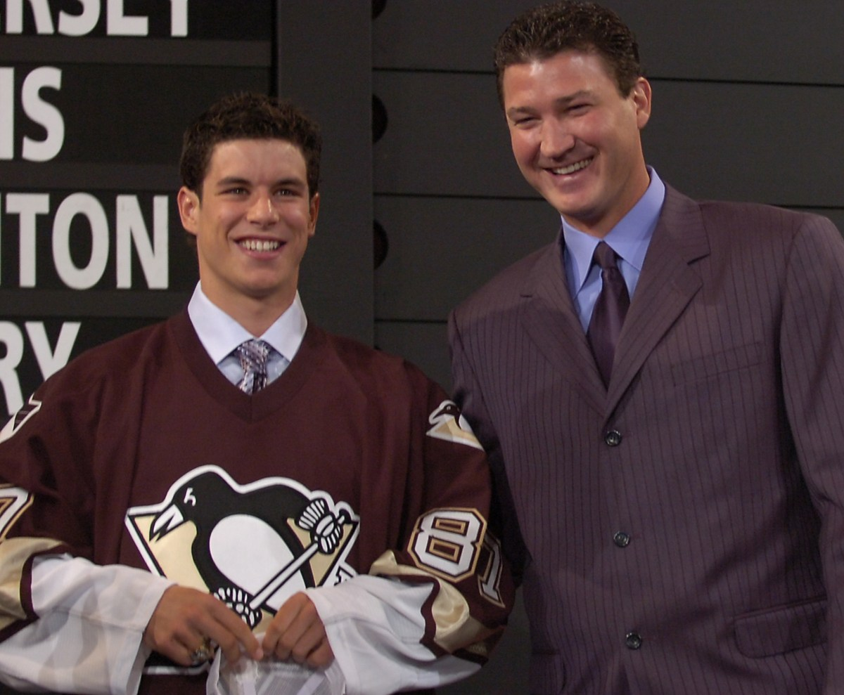 Mario Lemieux greets Sidney Crosby after the Penguins selected him with the first pick of the 2005 NHL draft in Ottawa on July 30, 2005. (Peter Diana/Post-Gazette)