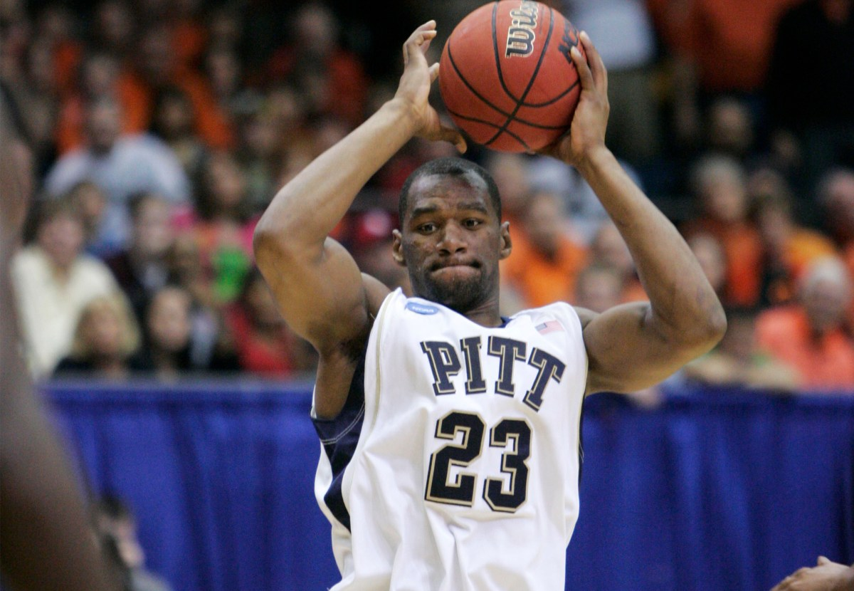Pitt's Sam Young looks for a passing lane against Oklahoma State during a second-round NCAA men's college basketball tournament game Sunday, March 22, 2009, in Dayton, Ohio. (AP Photo/Al Behrman)