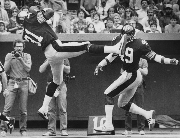 Donnie Shell intecepts a pass Oct. 2, 1983 vs. Oilers