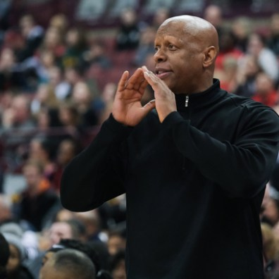 Rogers head coach Lamar Smith gives instructions against Dayton Carroll during a girls Division II State Championship basketball game Saturday, March 16, 2019, at the Jerome Schottenstein Center in Columbus, Ohio. Rogers defeated Carroll, 56-45.THE BLADE/JEREMY WADSWORTH SPT D2stateGBK17