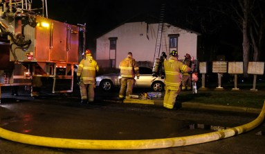 Multiple fire crews respond to an apartment complex fire at Wood Ridge Apartments in Toledo, Ohio on Wednesday, April 17, 2019. THE BLADE/LORI KING CTY apartmentfire17
