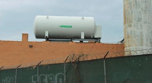 A Praxair rooftop nitrogen gas storage tank in Michigan. (Credit: Wikipedia)