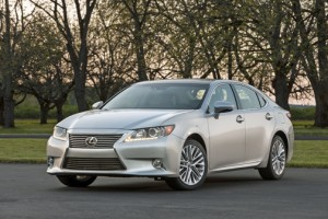 The Lexus ES 300h combines a sleek, stylish exterior with a technologically advanced and roomy interior that offers something for both men and women drivers.