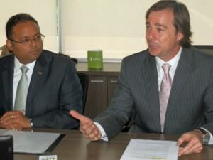 From left: Education Secretary-Designate Rafael Román-Meléndez and Marco Casarín-Junco, general manager of Microsoft Puerto Rico.