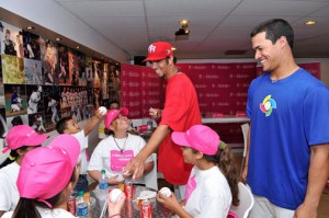 Kids belonging to the Casa Juan Bosco in Aguadilla spend time with MLB players over the weekend.