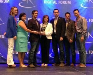 Banco Popular de Puerto Rico's tech team receives the SME awards.