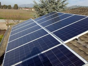 A large-scale photovoltaic system is going up in Isabela. (Credit: www.solaruniverse.com)