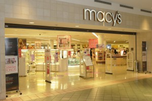 Macy's has been an anchor tenant at Plaza las Américas since 2000. (Credit: www.plazalasamericas.com)