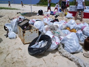 Scuba Dogs has spearheaded islandwide beach clean-ups, including the Icacos cay off Fajardo. (Credit: Scuba Dogs Society)
