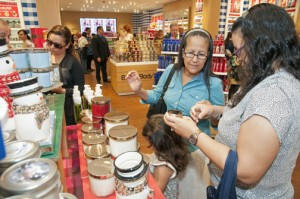Bath & Body Works opened its new store in Plaza Las Américas, featuring its full line of fragrances at the same prices as sold in the U.S. mainland.