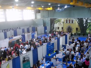 The job fair drew hundreds of participants.