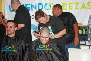 "The staff of technology firm Nagnoi recently joined the ""Uniendo Cabezas por los Niños del CAP,"" shaving their heads for charity. The goal was to help the organization exceed its goal of raising $50,000 for pediatric cancer patients."