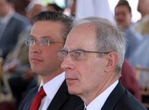 From left: Gov. Alejandro García Padilla and Serafín Ruiz, chief operating officer for Puma Energy International.