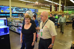 "Ponce Mayor María ""Mayita"" Meléndez and , Héctor Rodríguez, Petco's market manager, stroll through the new store."