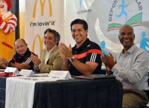 From left: Luis Martínez, public schools sports director, Luis Reganato, regional director of Arcos Dorados, Sports and Recreation Secretary Ramón Orta and Harry Olivero of the Department of Education, during a press conference to announce McDonald's participation.