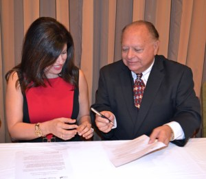 SBA District Director Yvette T. Collazo and INTENE Executive President Edgardo Agrait sign the strategic alliance agreement.