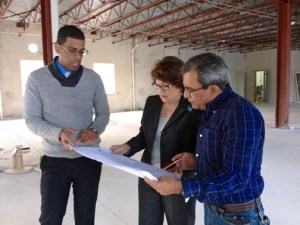 From left: The chancellor of the Río Grande campus, Prof. Rafael Navarro,  Baquero, and the engineer in charge of the project.