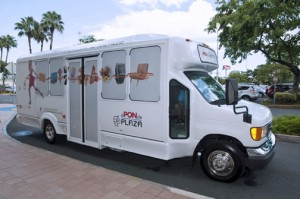 El Pon de Plaza shuttle service connects the busy Hato Rey sector with the mall.
