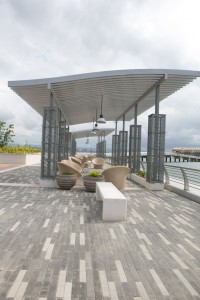 Bahía Urbana features spaces to hold activities, such as concerts and festivals, as well as to lounge and relax.