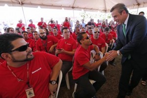 Gov. García-Padilla greets the future lab's staff, which gathered Tuesday in Moca for the groundbreaking.