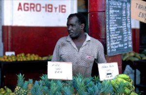Man sells pineapples at a produce market in Havana's Vedado neighborhood. (Credit: Larry Luxner)