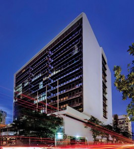 The Hato Rey Center is located on the corner of Ponce de León and Roosevelt Avenues.