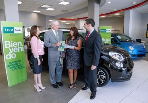 Patrick J. Fox, vice president and director of FirstBank Card Services delivers the Fiat 500L symbolic key to winner María Márquez at the San Juan FIAT dealer, located on Martínez Nadal Avenue. Joining him, from left: Janice Johnson, marketing manager; and Alejandro Baer, Card Portfolio manager, both at FirstBank.
