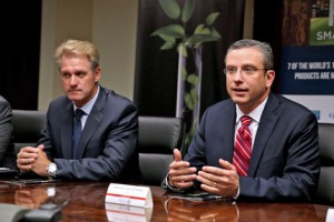 From left: Stephen Muldoon, vice president of engineering and operations for AbbVie and Gov. García-Padilla during the news conference to discuss the expansion.