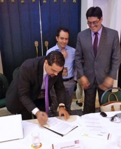 From left: TRB President Javier Rúa-Jovet, Colombia's telecom regulator Juan Manuel Wilches and REGULATEL's president-elect for 2017, Pedro Huichalaf sign the agreements.