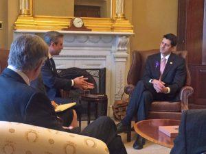 Gov. García-Padilla (left) met with U.S. House Speaker Paul Ryan (right) on Wednesday.