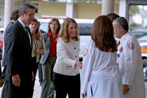 HHS Secretary Sylvia M. Burwell (center) was on the island recently meeting with government officials headed by Gov. Alejandro García-Padilla (left.)