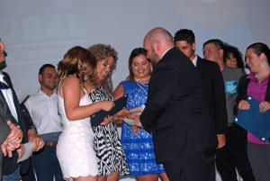 Puerto Rico Products Association President Ramón Pérez-Blanco hands out awards to winning students.