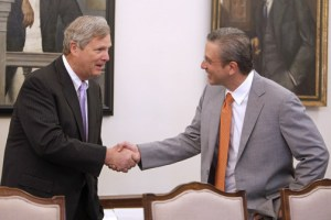 USDA Secretary Tom Vilsack met with Gov. García-Padilla and other island leaders during his visit last week.