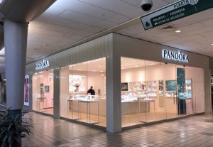 The new Pandora store features 1,353 square feet of space and Class A décor, featuring modern details, a cozy atmosphere and lighting to showcase the popular jewelry line.