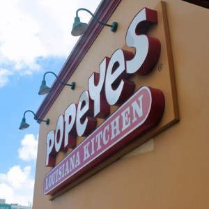 With Popeye's arrival to LMM, MGI will offer the famous New Orleans-style spicy fried chicken and other menu items to the 8.7 million passengers arriving to Puerto Rico.