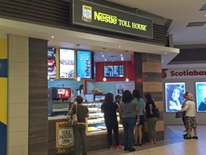 The investment in a Nestle Toll House Café by Chip franchise, like the one open in Plaza Carolina, is between $180,000 and $200,000.