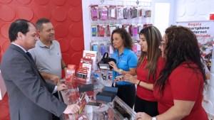 Claro President Enrique Ortiz de Montellano (left) visits the new Orocovis store.