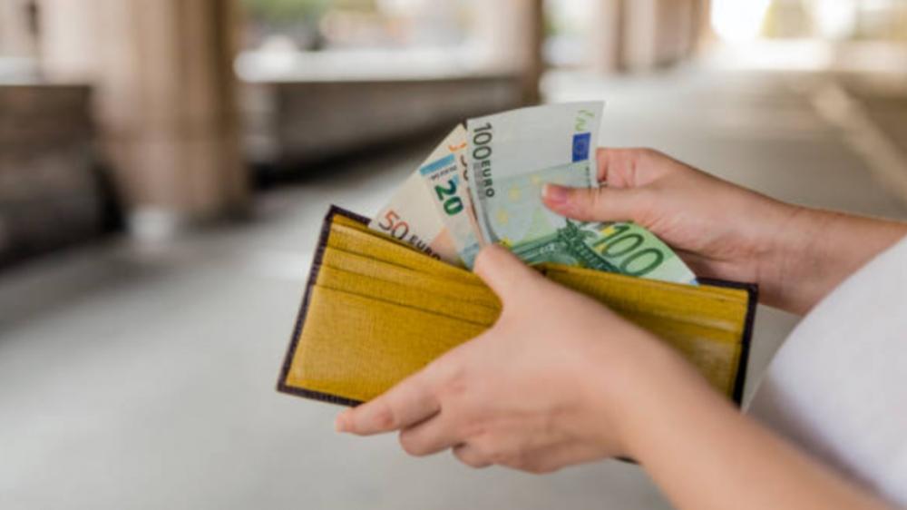 Docenti, l'aumento dello stipendio sarà di 65 Euro lordi