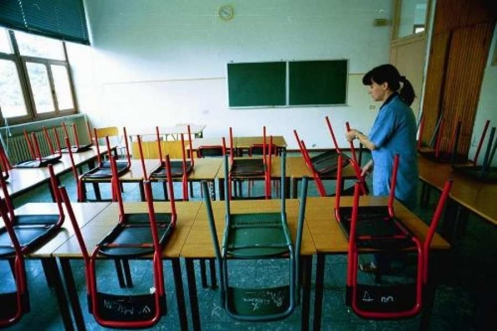 Il personale ATA lavora nelle scuole anche d'estate