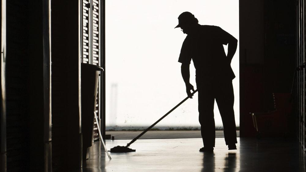 Collaboratori scolastici, la mancata pulizia delle aule è motivo di licenziamento